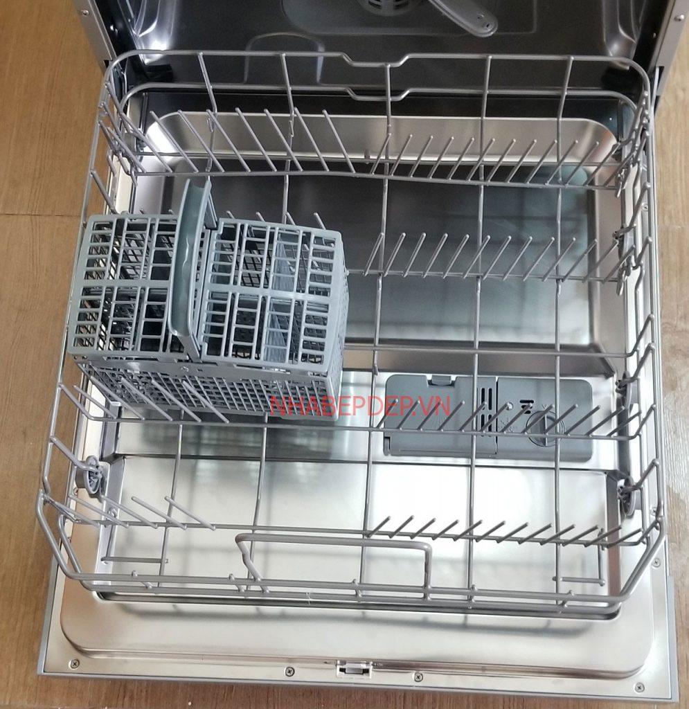 Khay dưới của máy rửa bát cho gia đình